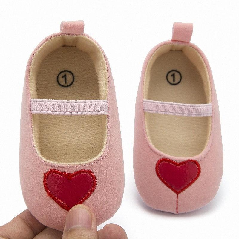 Baby-Breathable Herz-Muster Anti-Rutsch-Schuhe Casual Sneakers Kleinkind weichbesohlte Erste Wanderer A05 VrnD #
