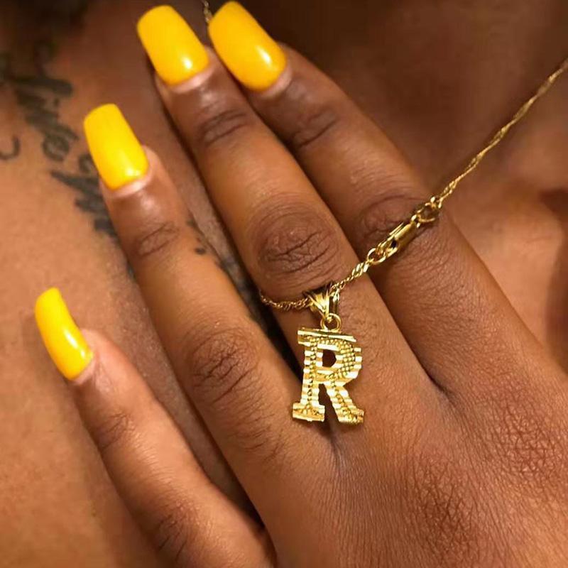 Pequeño oro collar de letras iniciales para mujeres Hip Hop A-Z Alfabeto Colgante Vintage Collar Declaración Joyería Regalos de Navidad Bijoux Femme