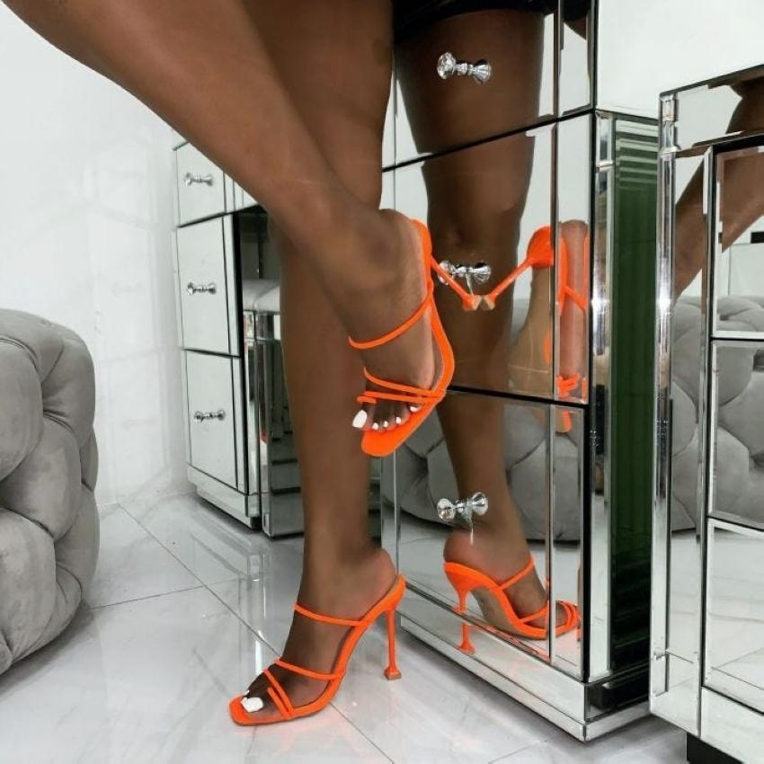 2020 estate pompe di stampa serpente sexy Pantofole Sandali donna sottile Tacchi alti punta quadrata sandalo signora Pump Mules CX200715