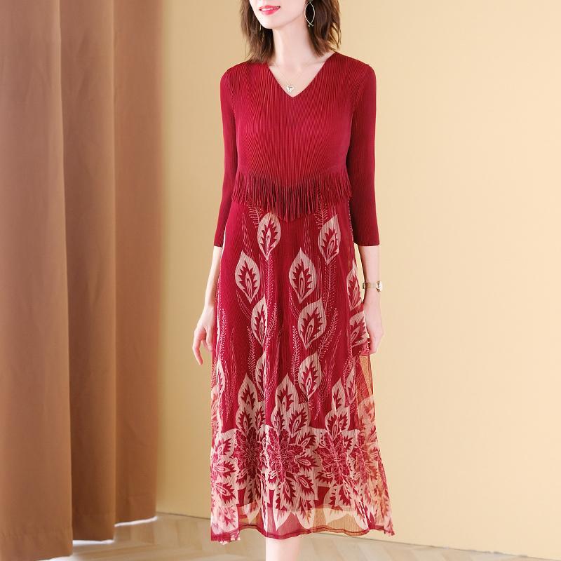 Плюс размер платья осени женщин 45-75kg 2020 Новая мода Printed V шеи три четверти рукава Упругие Miyake Плиссированные платье