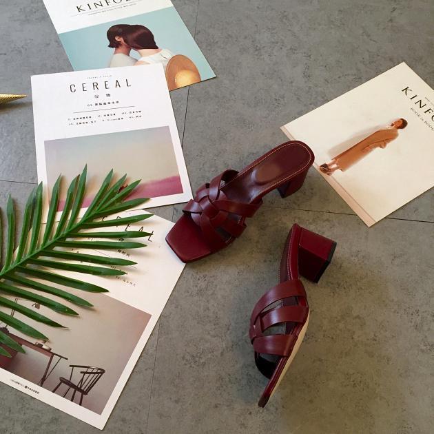 2019 retro de cuero grueso sandalias del talón de los zapatos de señora de la oficina casuales sandalias inferiores gruesas de las mujeres cabeza cuadrada verde talones cortos niñas zapatillas
