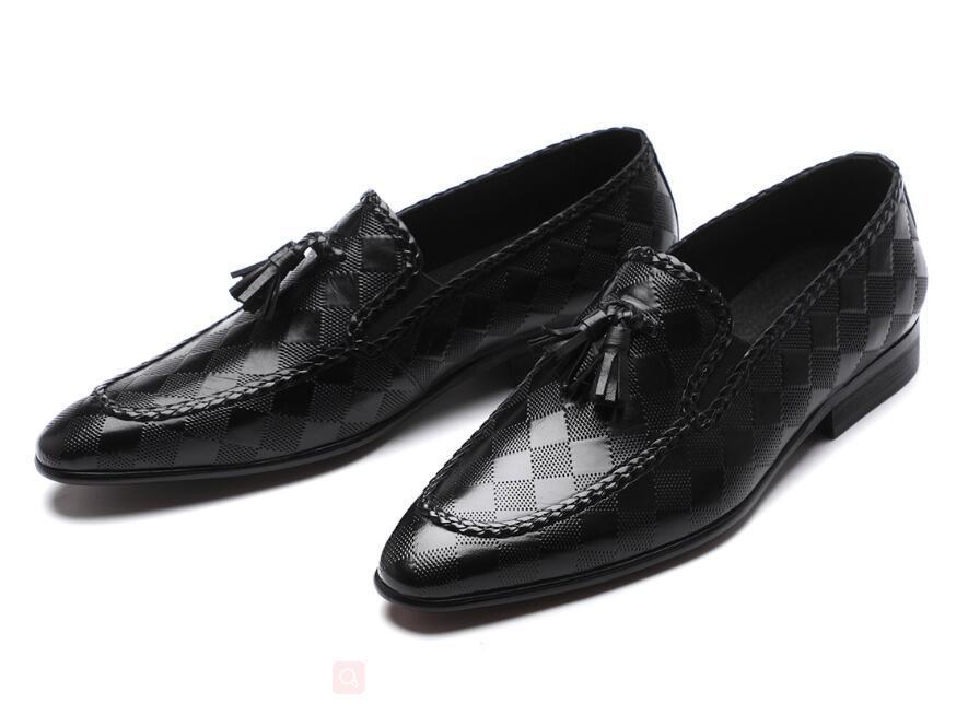 Chaussures Hommes formelles en cuir véritable Tassel Mocassins Hommes robe noire Chaussures Chaussures de mariage Slip On cuir richelieu DA45