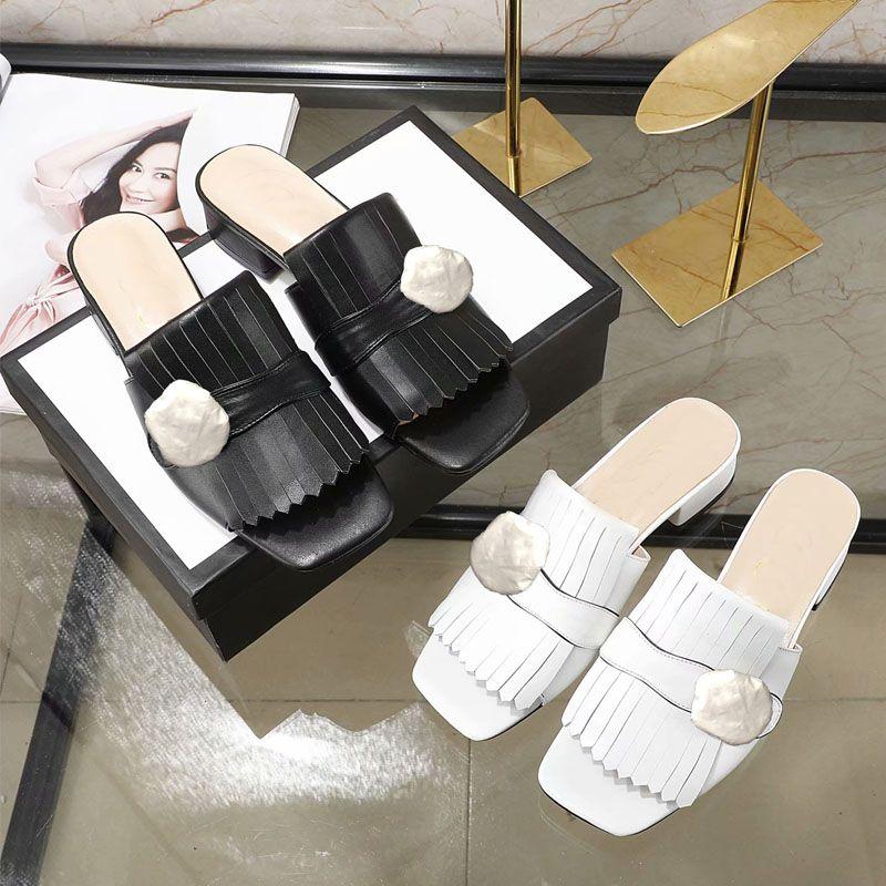 Spiaggia di estate nuova pantofole da donna Designer pigro bassa tacco flop in pelle Lettere signora Cartoon pantofole di lusso pantofole delle signore del metallo