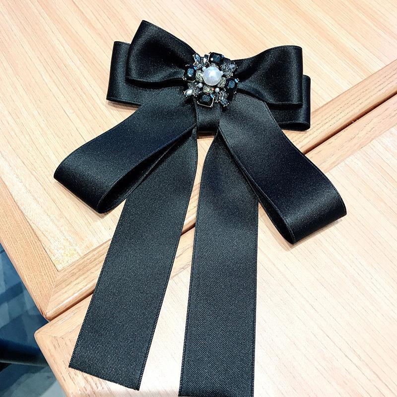 Kişilik Siyah Elmas taklidi Kadınlar Broş Basit Katı Renk Kumaş Bayanlar iğneler INS Moda Bow Knot Kız Broş
