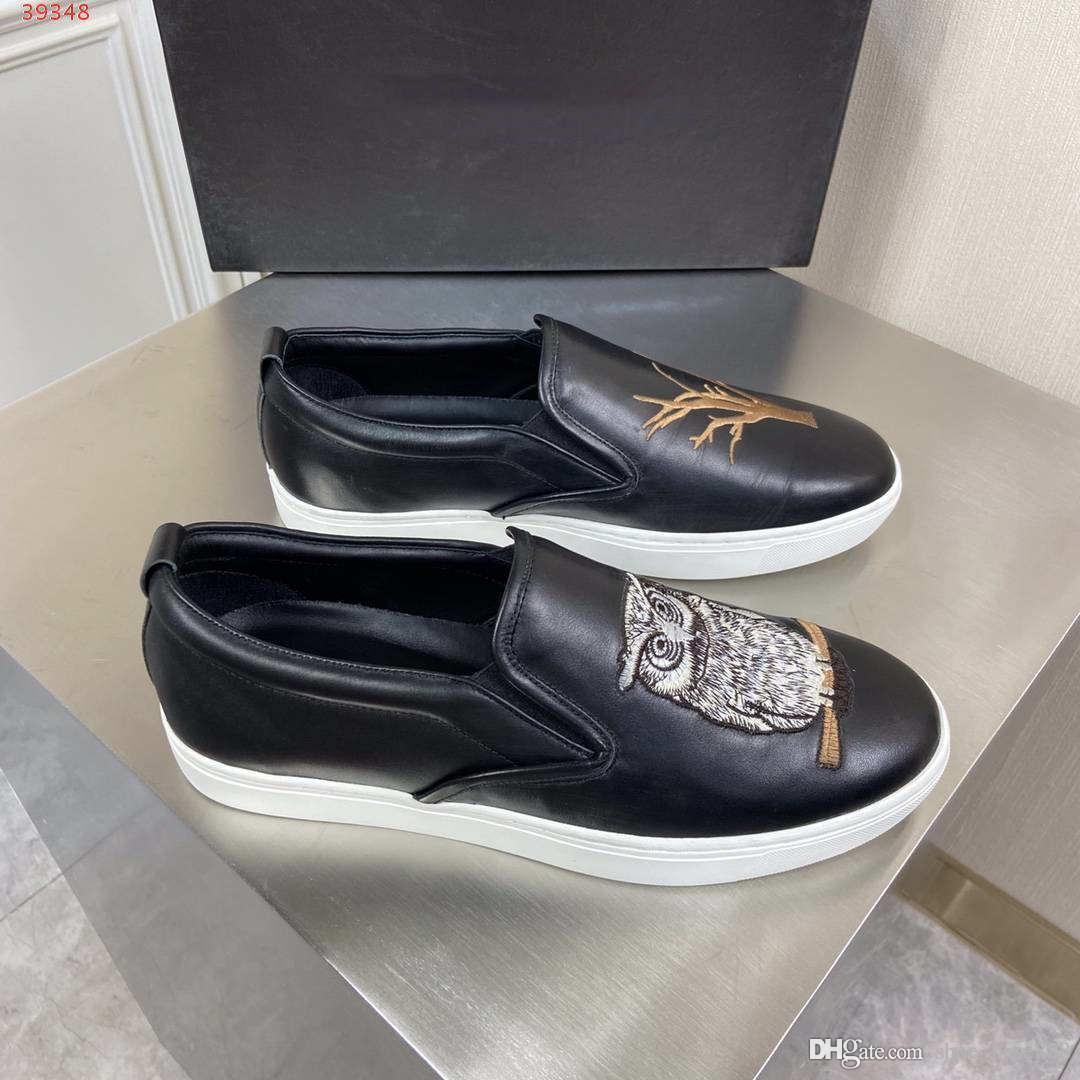 2020 nuovo La pelle di alta qualità degli uomini di colore scarpe casual moda materiale ricamo pesante mestiere senza scarpe in pizzo pescatore