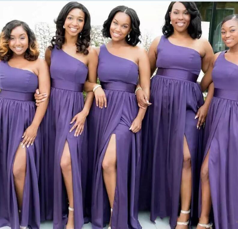 2020 Seksi Tek Omuz Gelinlik Modelleri Kat Uzunluk Yan Yarık Ucuz Wedding Guest Elbise Modest Mor şifon gelinlik Balo Abiye