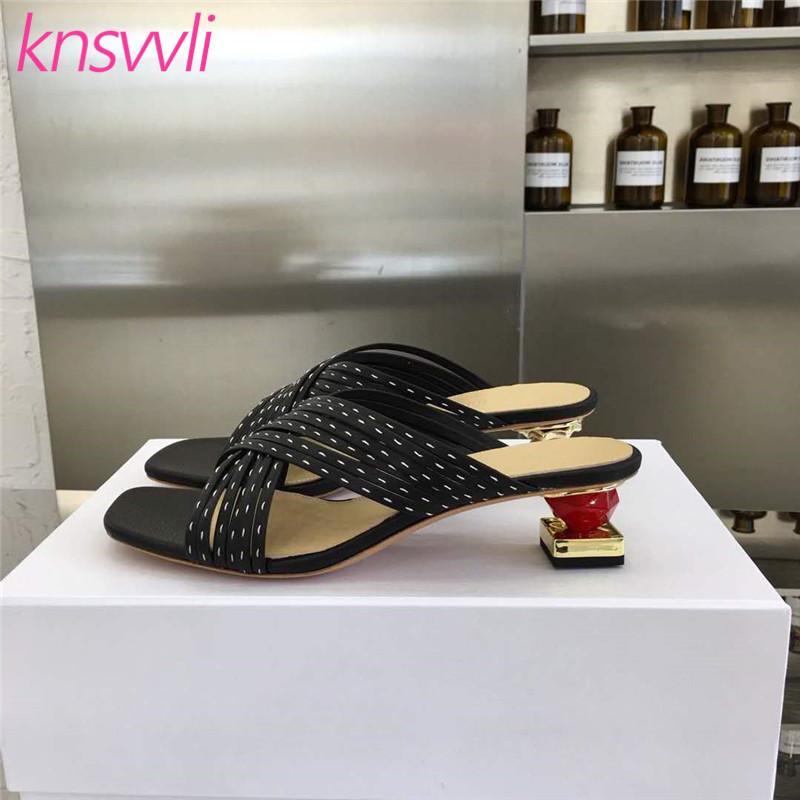 Talons étrange Pantoufles Femmes Cross Band Mulets Femme Diapositives Asymétrique Heels Canard mandarin Sandales Parti Chaussures