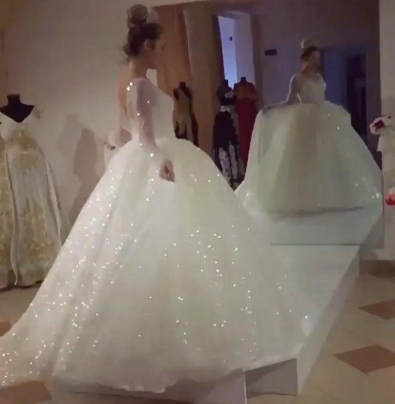 Puffy Skirt Luxury Wedding Dresses with Long Sleeve 2021 V-neck Sparkly Bling Sequins Beaded Arabic Bride Gowns Plus Size
