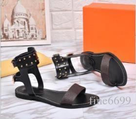 Givenchy Versace Gucci Ysl Fendi UGG 2019 nova marca Mulheres couro do Letter Nomad Sandália da bracelete elegante menina Abrir Toe Studs Sandals Casual