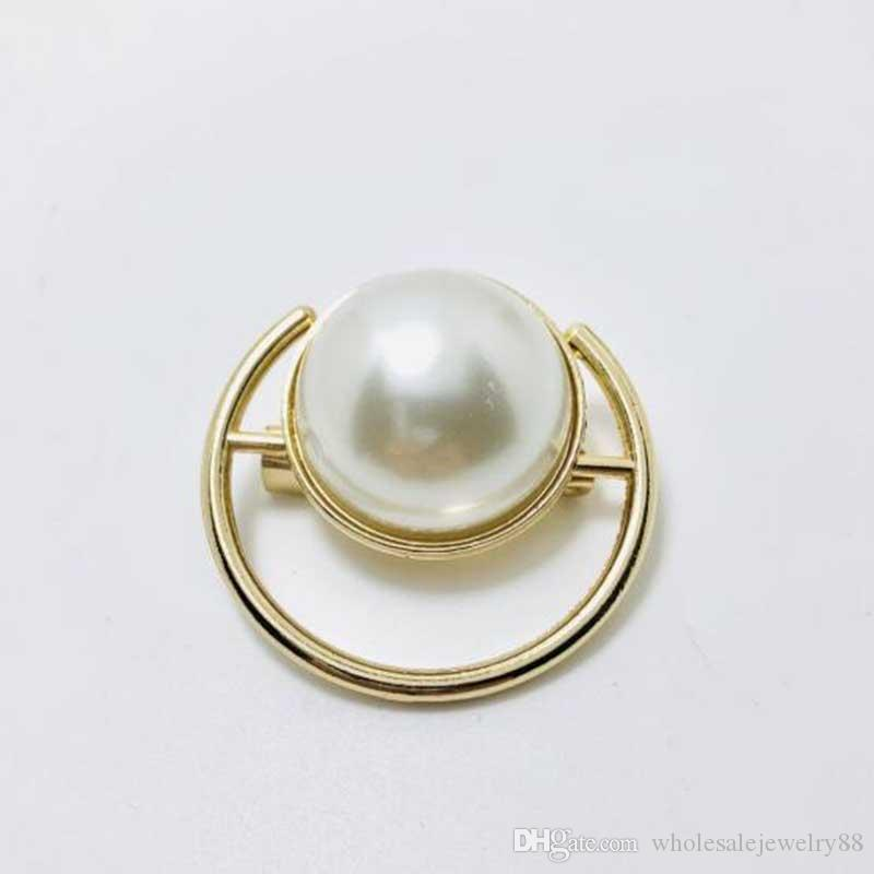 Wholesale Women Hollow Round Brooches Scarf Clips Smooth Pearl Corsage Brooch Pins Suit Coat Accessories Jewelry