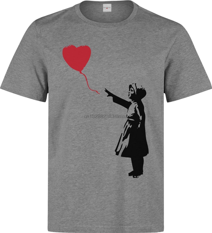 Бэнкси уличного искусства девушка и красное сердце на воздушном шаре мужчины одежда топ серый тенниска Прохладный Повседневная гордость тенниска мужчин унисекс