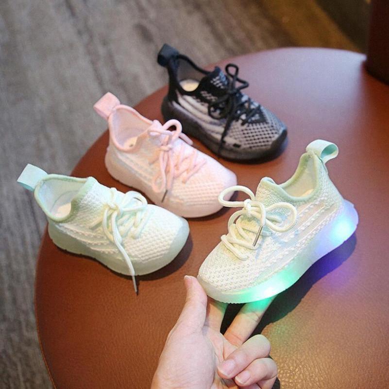 Zapatos con la luz Aire libre Ocio niños pequeños Casual zapatos de malla transpirable zapatilla de deporte Sapato Infantil Niños Niños LED zapatilla de deporte # aaIY