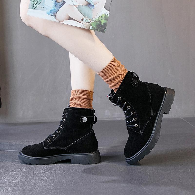 Dick besohlt Martin-Aufladungen, neue britische Modeschuhe, modische Wildleder und kurze Stiefel.