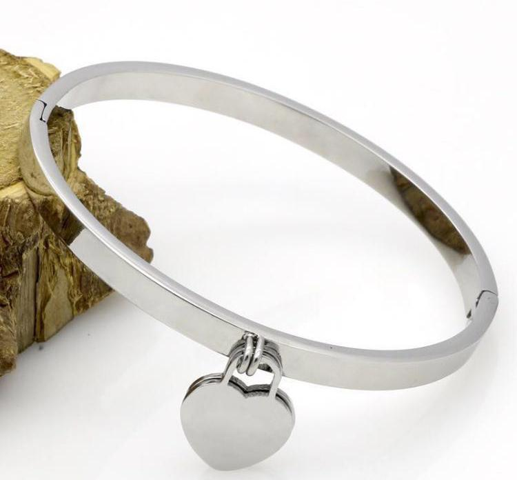 Gelin için bayan Tasarım kadınlar Parti düğün severler hediye titanyum çelik takı için pullar moda altın Aşk bileziği Bileklik Kol bandı var