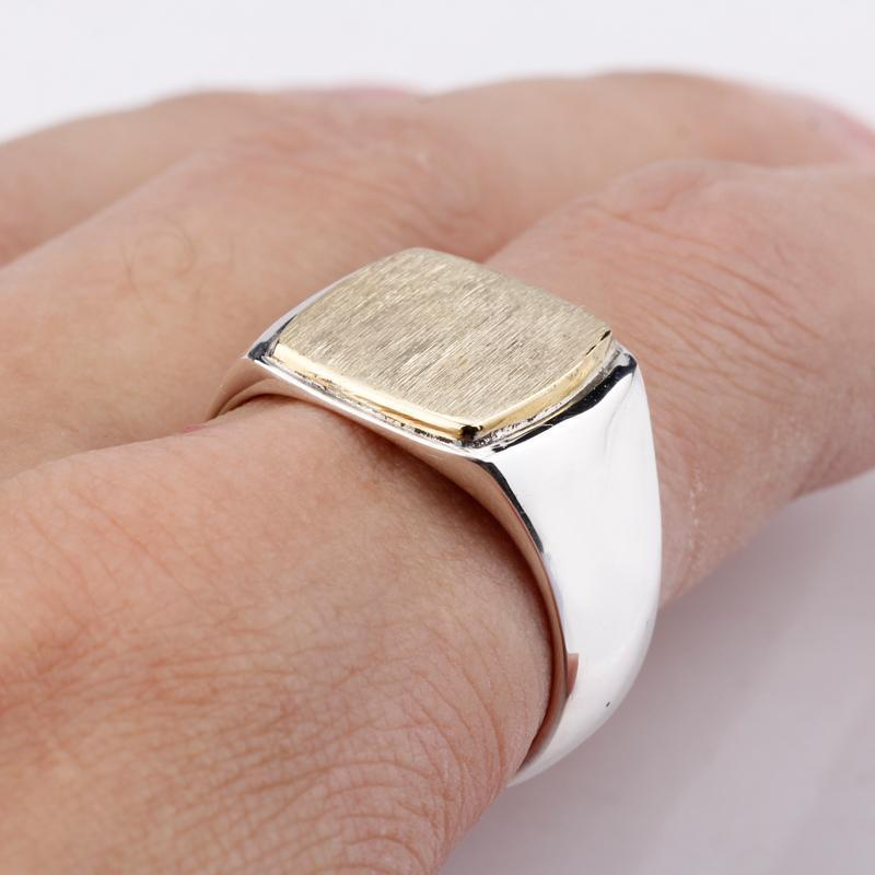 Neuer Ankunfts-925 Sterlingsilber-Mann-Ring-einfache elegante Gold-Farben-Quadrat-Brushed Ring Oberfläche Weinlese-Mann Hochzeit Schmuck SH190710