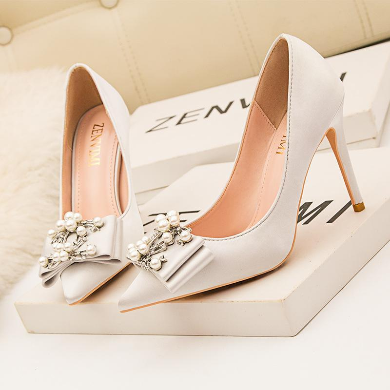 2020 European and American Temperament Fashionable Women's Shoes High Heels Satin Pointed Banquet Pearl Bow High Heels Shoes