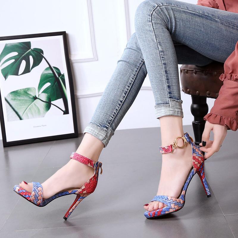 LTARTA 2020 Yeni Kelime Toka Sandalet Eşleştirme Stiletto Ayakkabı Su geçirmez Platformu Yüksek Topuklar DF-mst5130-9