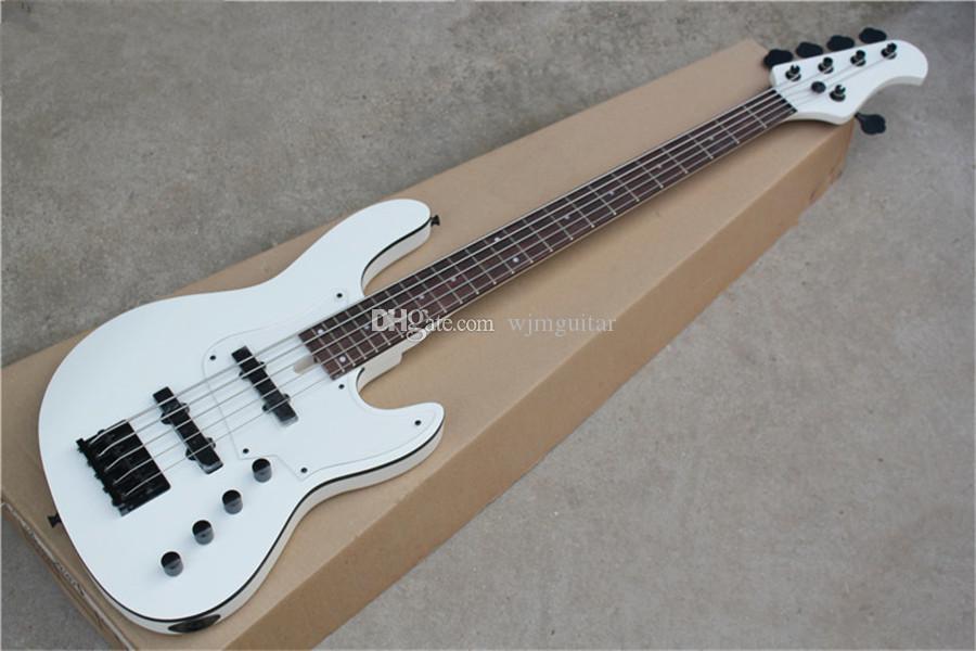 ücretsiz kargo Caz bas 5 dizeleri, beyaz gitar, ıhlamur gövde, akçaağaç boyun, klavyesine 24 fret, akrilik Pickguard, siyah bağlayıcı gül ağacı