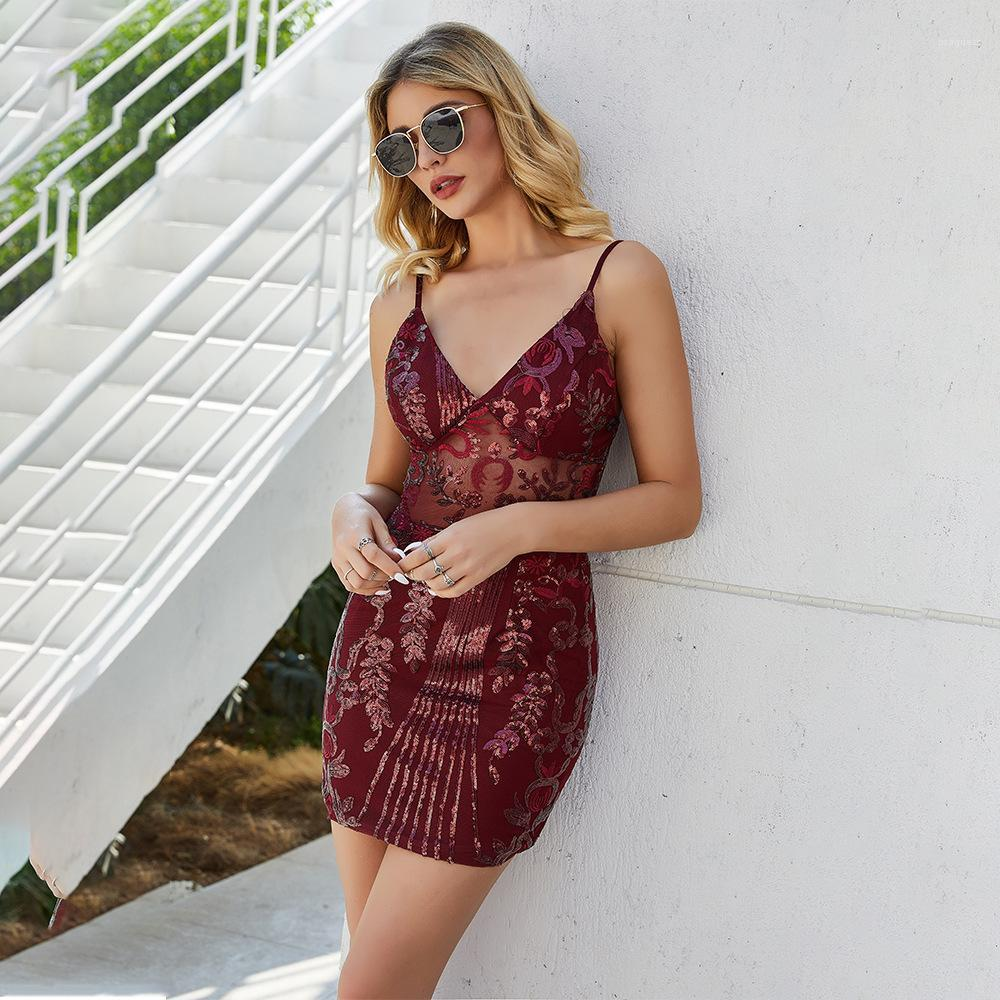 Vestidos Spaghetti Strap Open Back Vestido Mulheres Summer Wind Red Ladies Casual Vestuário Sequins Sexy magro Womens