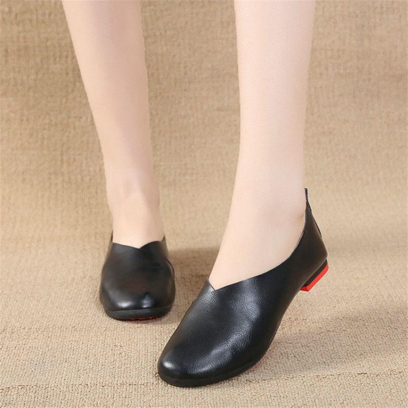 2020 Frauen-Ebene Lederschuhe Frauen-beiläufige Loafers Slip-On Round Toe Damen Oxfords Frauen Schuhe in Übergrößen 40 41 42 43