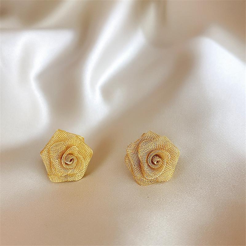 Tejido a mano Tejido de encaje rosas de metal Pendientes 2020 Nueva francesa temperamento retro del oído del perno prisionero de Corea regalos de joyas pendiente exóticos Nacional Estilo