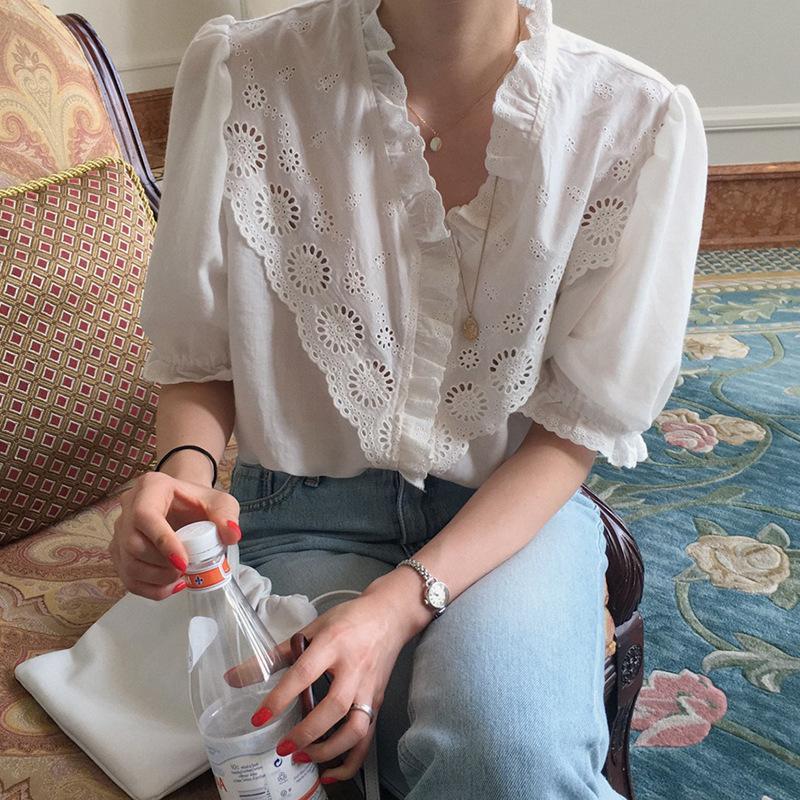 küçük oyuk tasarım anlayışı gevşek düz renk kabarcık kısa kollu gömlek kadın 2020 Kore Retro dantel V yaka