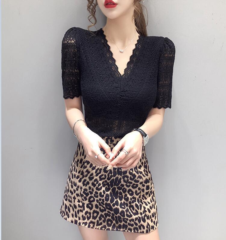 Le donne con scollo a V in pizzo Camicette Camicie corto femminile del manicotto di soffio scava fuori elasticità Solid supera le camicette Ragazze 2020 Estate