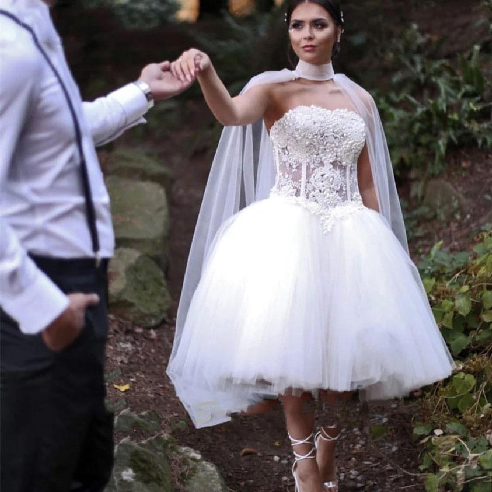 Short Wedding Dresses with Long Cape Pearls Exposed Boning Bodice Puffy Tulle Knee Length Long Wrap Bridal Gowns Retro robe de Tutu Skirt