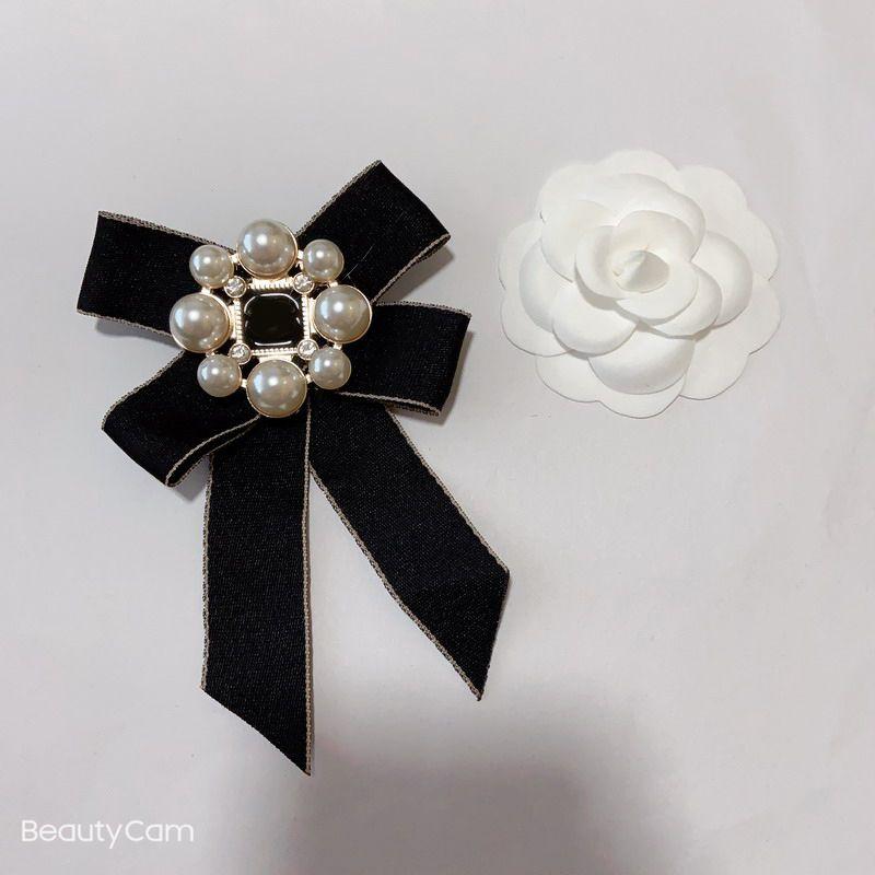 Moda Classic Bow Grande e Pequeno Pérola Flor Broche C Estilo Luxo Pin para Ladies Coleção Luxuosos Itens Emblemas Roupas Pin Ornamento