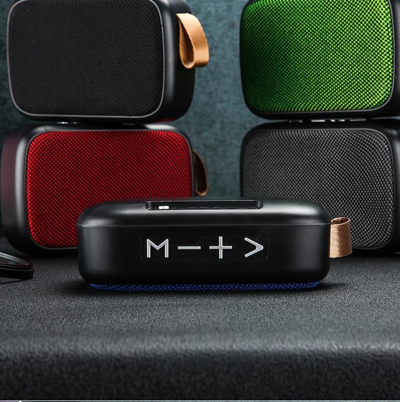 Sıcak Kablosuz Bluetooth Mini Hoparlör FM Radyo Subwoofer Açık Yaşam su geçirmez Plaj Taşınabilir HiFi Cep Telefonu Hoparlörler Büyük Büyük Ses