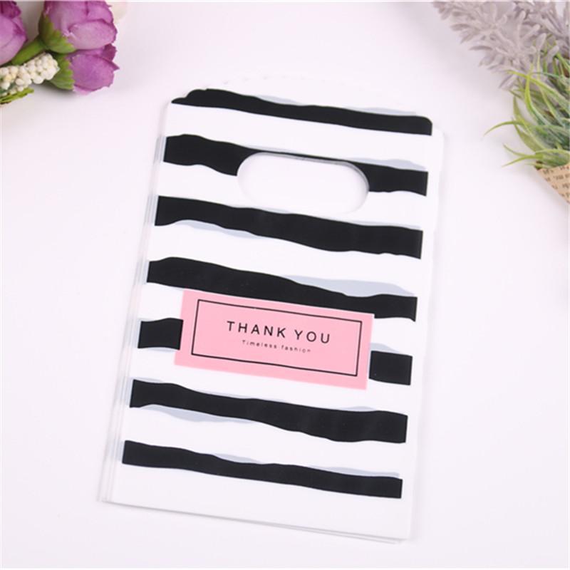 100pcs / lot gros Nouveau design Blackwhite à rayures Emballage Sacs pour petits cadeaux en plastique avec Pouches bijoux Thank You