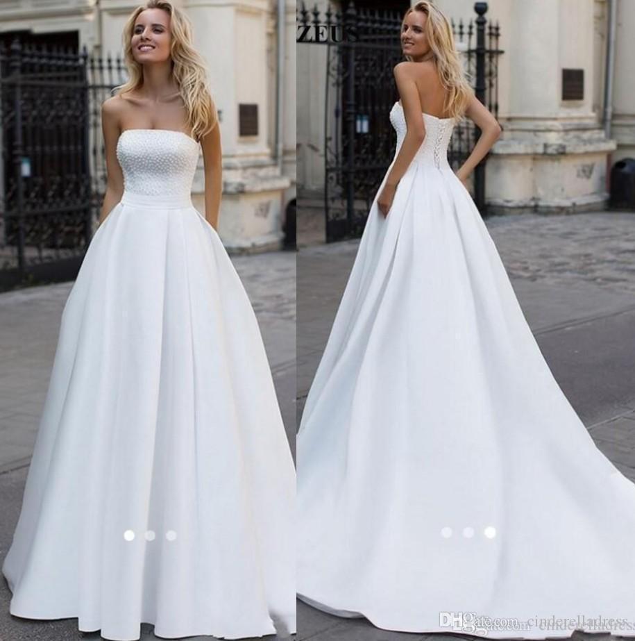 Pas cher Simple élégant Modeste satin Une ligne Robes de Mariée sans bretelles Perles Perles balayage train Jardin Robe de mariée Robes de mariée Robes