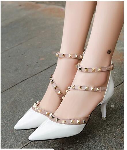 Europa y América las mujeres altos verano Nueva tacón alto del remache de punta fina con color puro Individual hebilla de zapatos de mujer