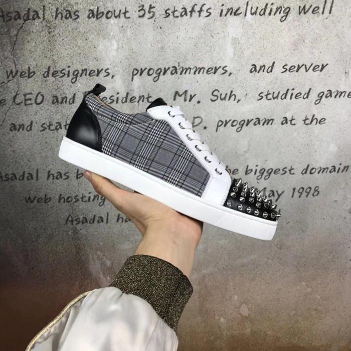 Vente en gros Spikes gris Grille en cuir rouge Bas Sneaker Qualité parfait Low Top Rivets Femmes, Hommes usine Prix Chaussures de marche Casual