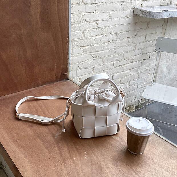 Frauen Mini-Wannen-Beutel Fashion Umhängetasche Handtasche PU-Woven-Tasche Mädchen Kleine Strand-Tasche