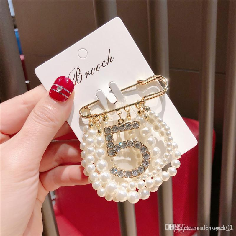 New Party Number 5 fashion Brooch Pearl Rhinestone Hot Suit Lapel Pin with Chain Pearls Women Famous Jewelry Accessories