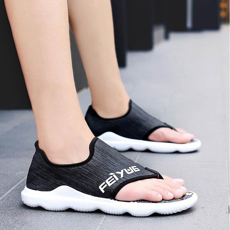 Yaz 2019 Sandalet Erkekler Plaj Ayakkabı Yüksek Kalite Erkek Yumuşak Sandalias Rahat Açık Casual Flip Stili Sandalen Hombre MX200617 Floplar