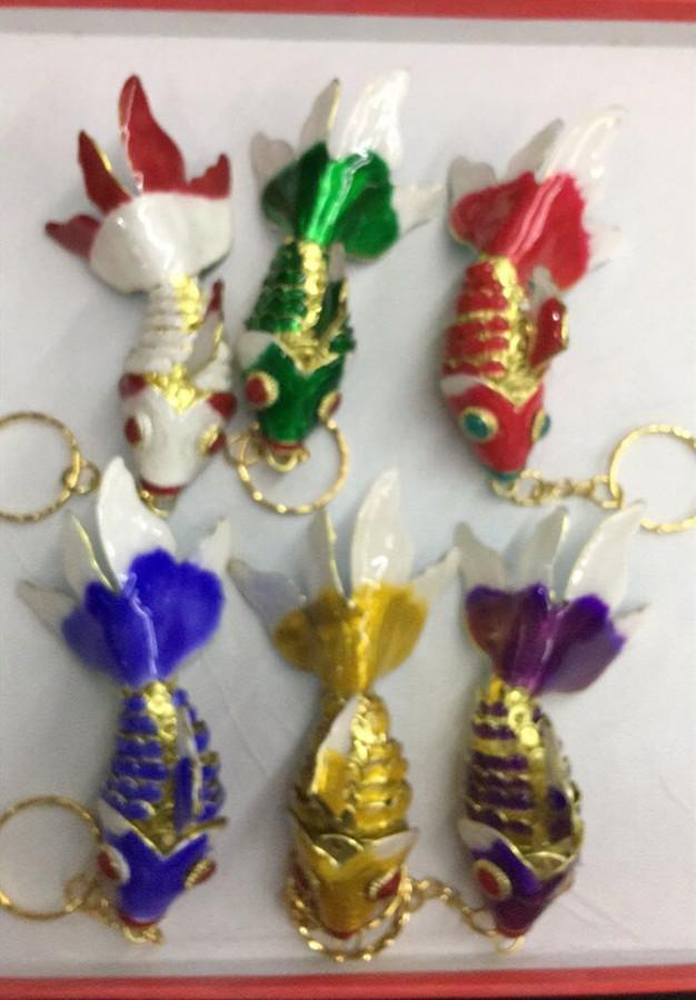 5.5cm 7.5cm 9.5cm realista Sway cadenas Goldfish clave llaveros con caja encantos Animal pescado esmalte para el llavero para mujeres Los regalos de cumpleaños de los niños