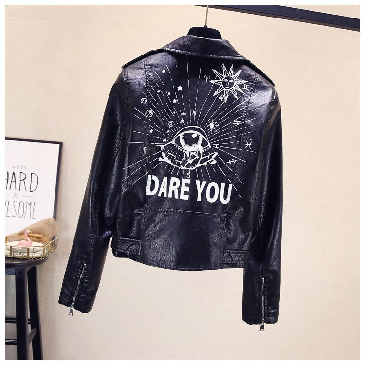 Moda Womens Punk vento lapela revestimento das mulheres Pu Couro Printing Motorcycle Jacket Coats Designer Mulheres Rivet Curto Brasão Tamanho S-XL