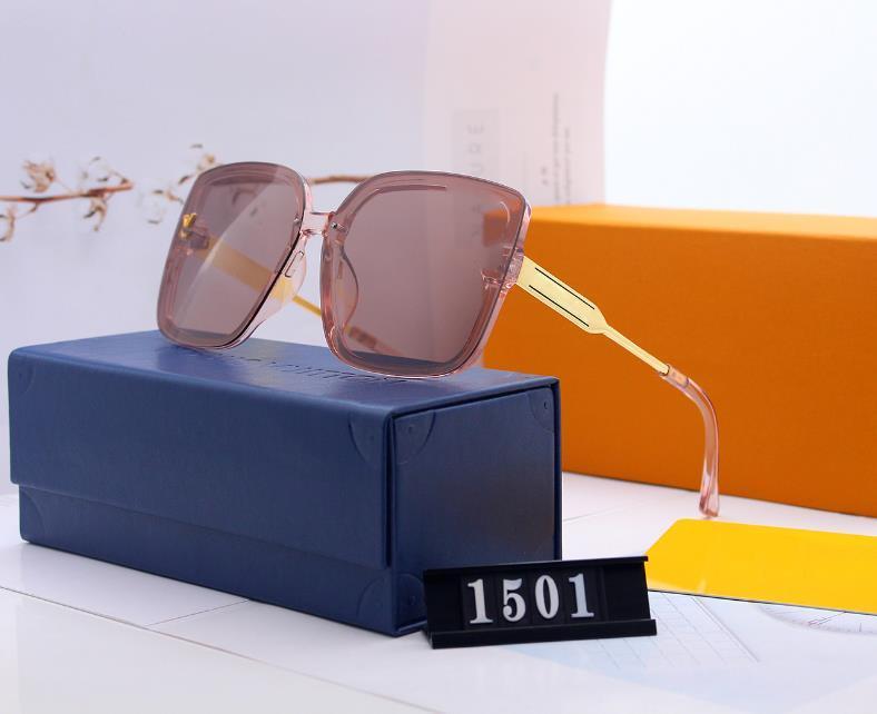 uomini design classico occhiali da sole moda cornice quadrata occhiali da sole di stile di Eyewear UV400 Lens lunghe gambe d'oro estate con scatola