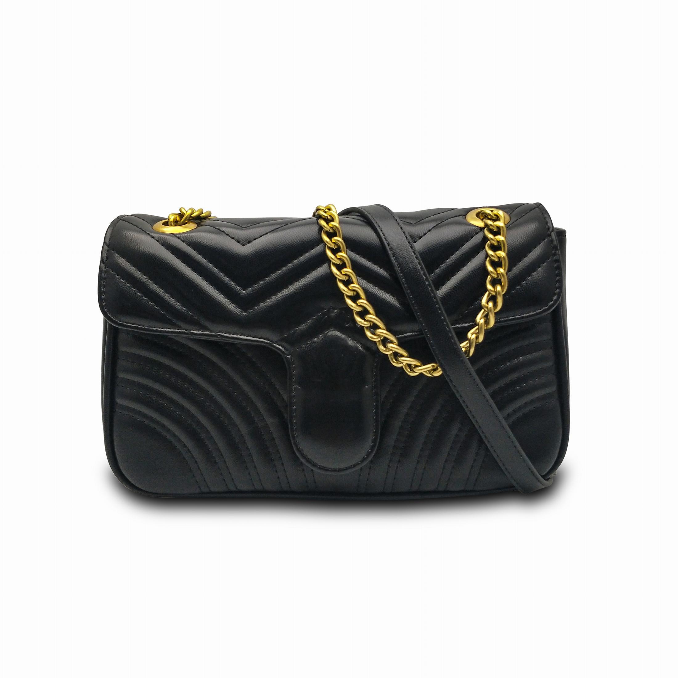 Nouveau sac à bandoulière décoration de la chaîne d'or des femmes sac à main de femme de haute qualité se sentent structuré doucement et une fermeture simple rabat
