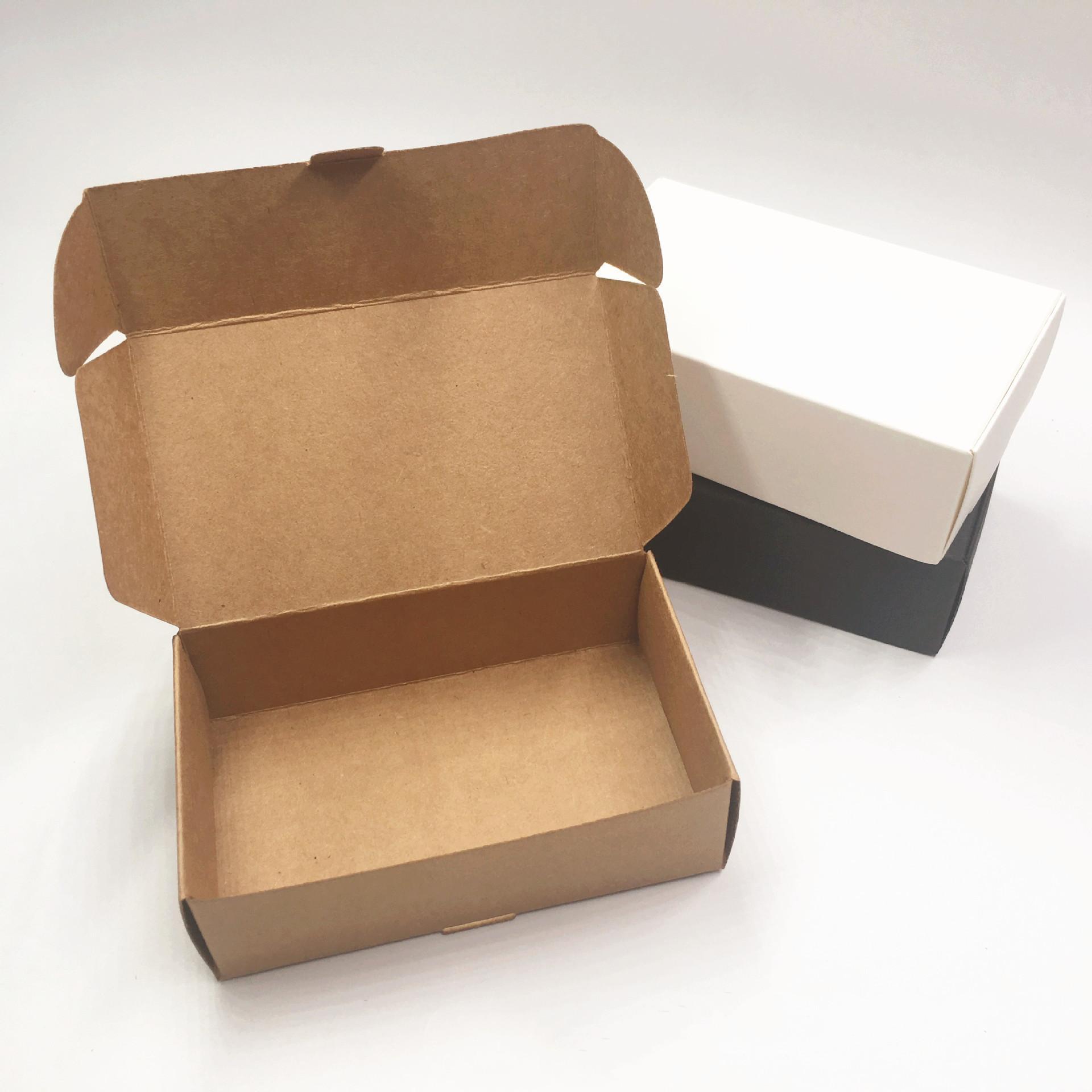 50 unids / lote Black Carton Kraft Paper Tab -lock Blanco Blanco Regalo de boda caja de embalaje Boda Candy Box Party Favorece cajas de jabón
