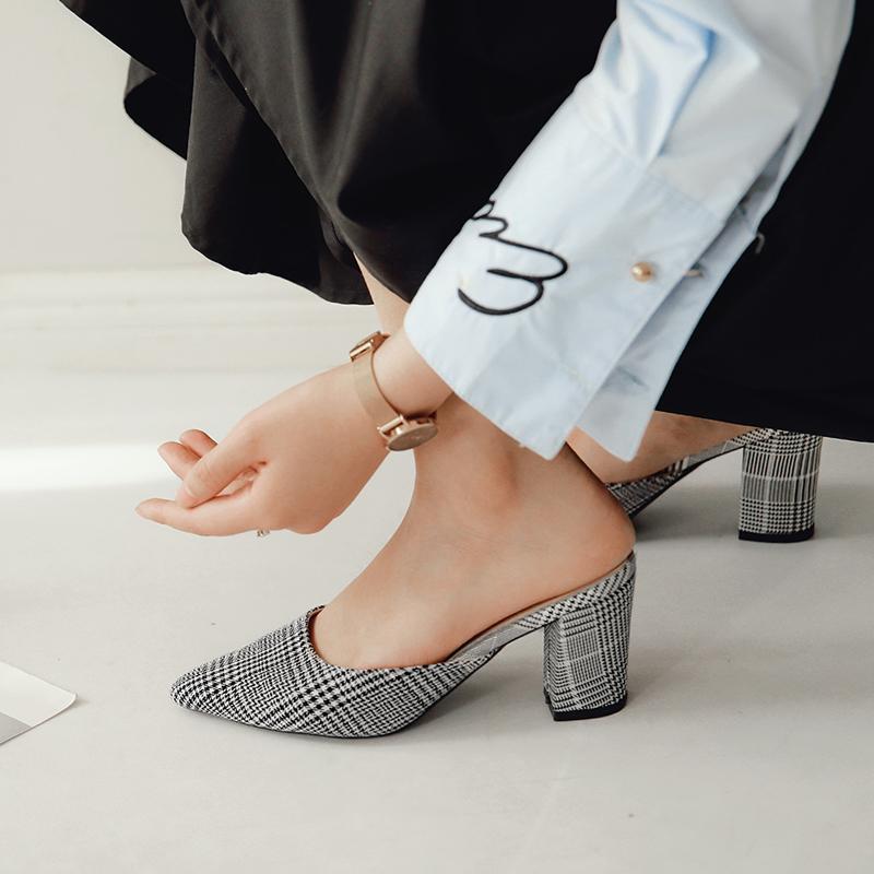 La moda de las mujeres altos Zapatilla mulas Decoraciones en punta del dedo del pie zapatos antideslizantes del deslizador de las mujeres bombea los zapatos elegantes CS10