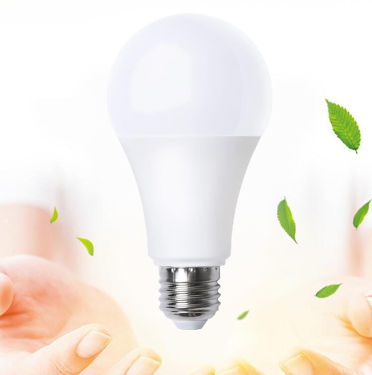 لمبة LED 5 Walts دافئ أبيض أصفر السلطة العليا مصباح عالية السطوع لمبات توفير الطاقة مصابيح
