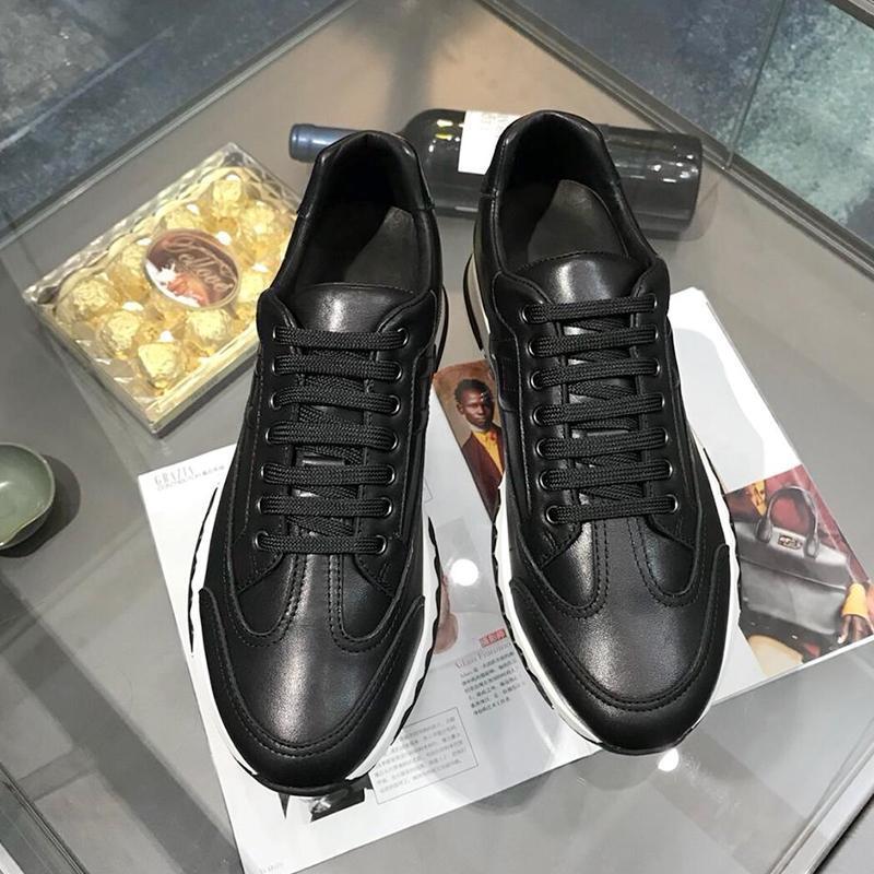 Pista de la zapatilla de deporte de los hombres '; s Venta de los zapatos de alta calidad respirable Footwears Moda caminar al aire libre ocasional con cordones de los hombres cómodos zapatos -Up Scarpe