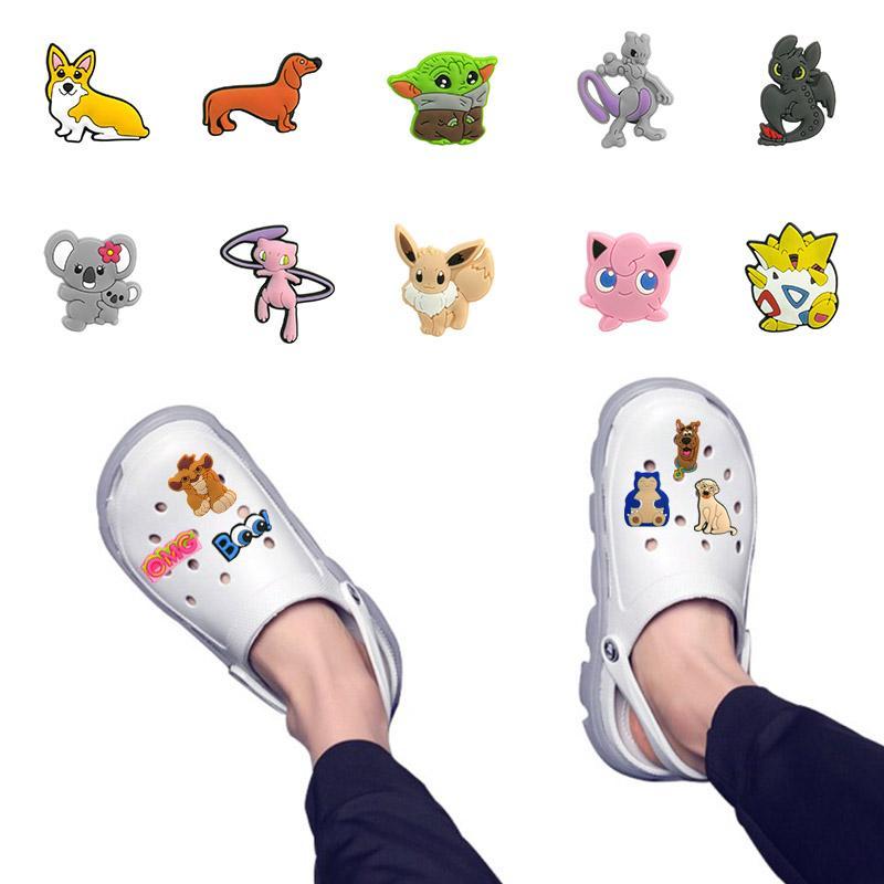 18-10 PCS Lotto Charms Charms Pet Shoe Accessories Carino decorazione di scarpe da giardino per croc jibz fibbia per bambini X-mas Regalo regalo