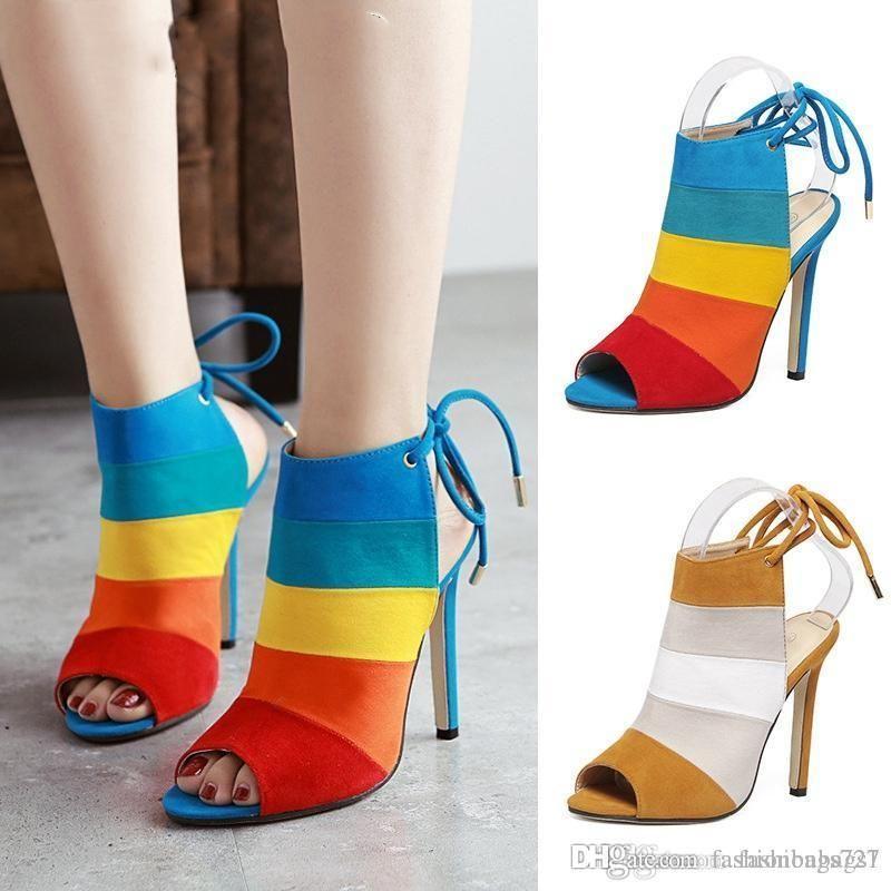 حذاء مصمم النساء اللباس أحذية مثير الصنادل النساء مربط صندل الصيف الكعوب العالية أحذية السيدات حزب مثير المرقعة لون قوس قزح