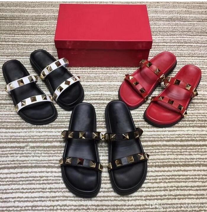2020 Летние тапочки Заклепки открытым носком сандалии платформы Flat каблук тапочки для женщин-Бич обувь Открытый обувь женскую туфлю