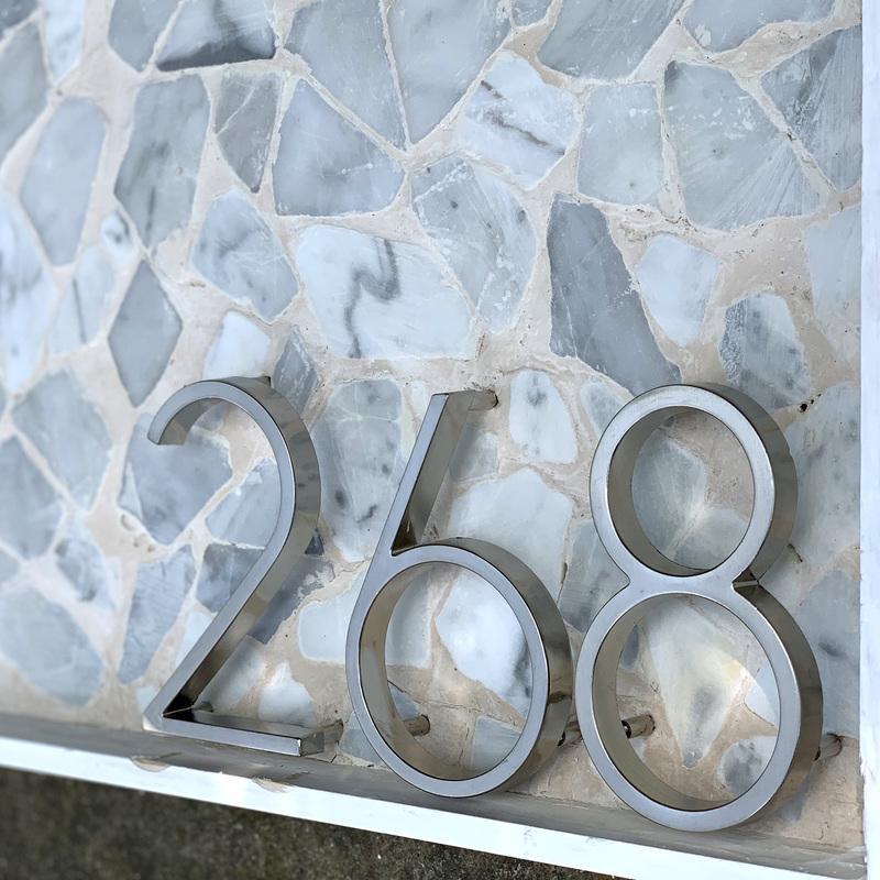 12CM BIG 3D Casa moderna Número de la casa Números de dirección de la casa para la puerta de la casa Puertas digitales Placas de la muestra al aire libre de 5 pulgadas. # 0-9 plata