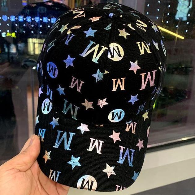 Heißer Verkauf Neuer 모드 Hysterischer Kappe Mit Baseball-Kappe Bboy Hip Hop Männer und Frauen reflektierende Brieffarbe Hut